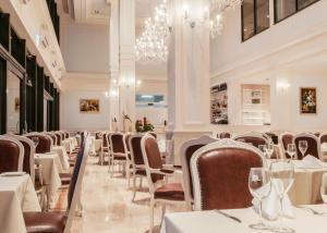 A restaurant or other place to eat at Grand Hotel Palladium