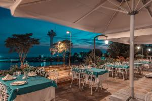 A restaurant or other place to eat at Seven Hills Palace & Spa