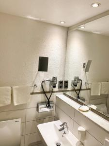 A bathroom at City Hotel Ost am Kö