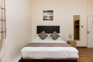 A bed or beds in a room at The New Mill Apartments