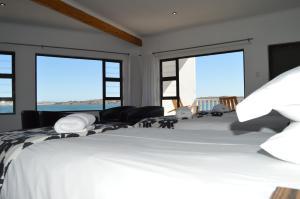 Ein Bett oder Betten in einem Zimmer der Unterkunft The Cormorant House