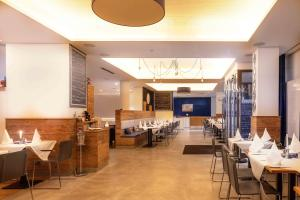 A restaurant or other place to eat at VI VADI HOTEL BAYER 89