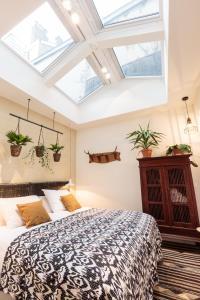 Een bed of bedden in een kamer bij Hotel Dwars