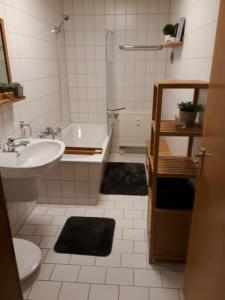 A bathroom at Ferienwohnung Schreckenbach