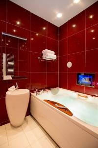 A bathroom at The Clarence Boutique Hotel