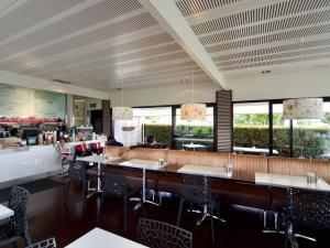 The lounge or bar area at Mt Albert Motor Lodge