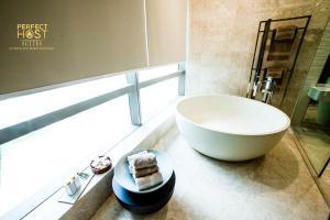A bathroom at PH Suites at Pavilion Bukit Bintang