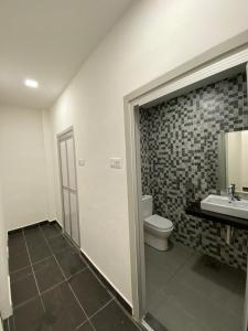 A bathroom at YipStay