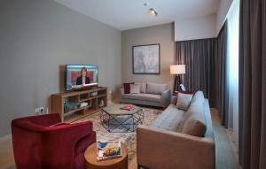 A seating area at Dusit Princess Residences Dubai Marina