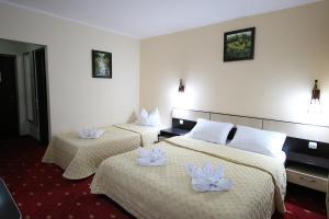 Un pat sau paturi într-o cameră la Pensiunea Skiland