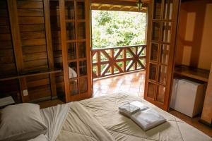 A bed or beds in a room at Hotel Fazenda Igarapés