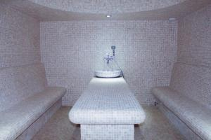 Spa and/or other wellness facilities at Familion ApartHotel