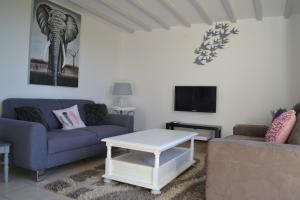 A seating area at Chambres d'hôtes - West Wing Suite Beautiful Two-Bedroom Private Apartment part of Hirondelle Farm with 2 other similar Apartments