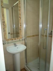 A bathroom at Hostel Lyonnais