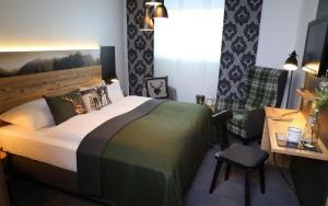 A bed or beds in a room at HomeHotel Salzberg