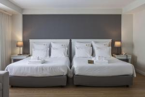 A bed or beds in a room at Hotel Gaivota Azores