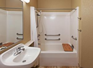 A bathroom at Candlewood Suites St. Robert, an IHG Hotel