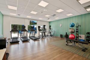 Das Fitnesscenter und/oder die Fitnesseinrichtungen in der Unterkunft Holiday Inn Express & Suites Orlando- Lake Buena Vista, an IHG Hotel
