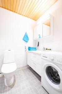 Kylpyhuone majoituspaikassa Trendy Homes Oulu Deluxe Apartments