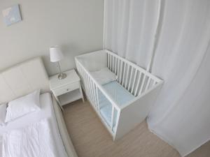 A seating area at Apartment Imeretinskiy on Parusnaya 23