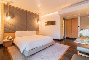Säng eller sängar i ett rum på The Hollywood Roosevelt