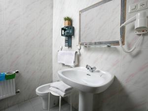 A bathroom at Hotel Ripa