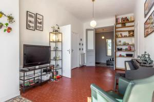 A television and/or entertainment centre at Cozy 1br flat close to the central Marseille