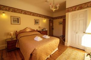 A bed or beds in a room at Moor End Guest House