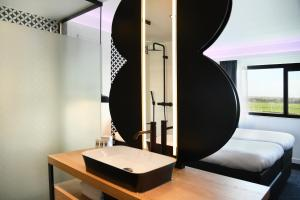 A bathroom at Gr8 Hotel Amsterdam Riverside
