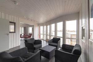 A seating area at Sommarøy Arctic Hotel Tromsø