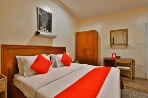 Cama ou camas em um quarto em OYO 350 Dar Almadinah