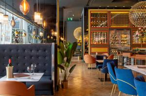 A restaurant or other place to eat at Pullman London St Pancras