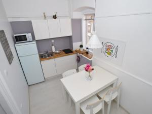 A kitchen or kitchenette at Downtown apartment Korina Zadar