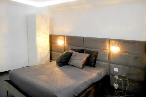 A bed or beds in a room at B&B AIRPORT BARI DELUXE28