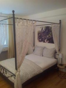 A bed or beds in a room at Relax Aachener Boardinghouse Budget