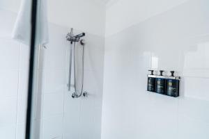 A bathroom at UNO Hotel Sydney
