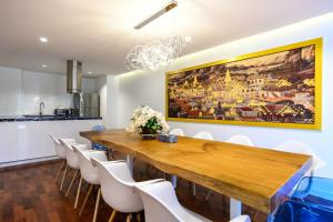 A kitchen or kitchenette at Benviar Tonson Residence