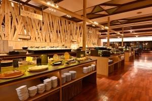 A restaurant or other place to eat at Yuze Hotel