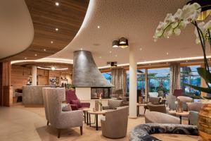 The lounge or bar area at Laschenskyhof Hotel & Spa