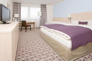 A bed or beds in a room at Mercure Hotel Mannheim am Friedensplatz