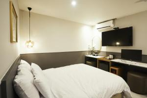 A bed or beds in a room at No25 Hotel