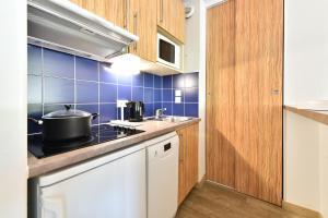 A kitchen or kitchenette at Résidence Pierre & Vacances Premium Port Prestige