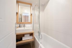 A bathroom at Résidence Pierre & Vacances Premium Port Prestige