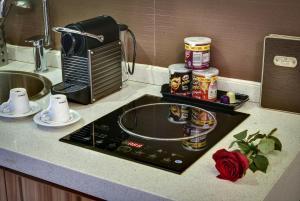 A cozinha ou cozinha compacta de Braira Al Azizya Hotel & Resort