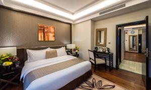 Cama ou camas em um quarto em Braira Al Azizya Hotel & Resort