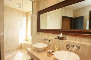 Een badkamer bij Chateau Eza