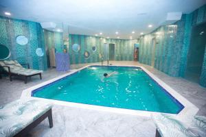 A piscina localizada em Parkway Inn Hotel & Spa ou nos arredores