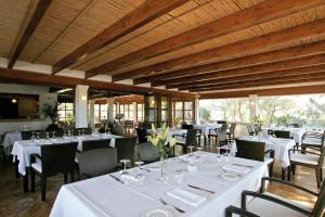 A restaurant or other place to eat at Hotel Rural & Spa Can Curreu