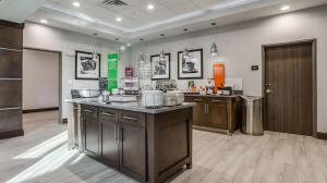 A kitchen or kitchenette at Hampton Inn & Suites Dallas-Central Expy/North Park Area