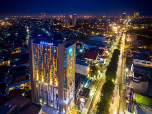 A bird's-eye view of Deka Hotel Surabaya HR Muhammad - Rebranding from Ibis Budget Surabaya HR Muhammad